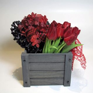 Red tulips in a wooden box with a heart / Κόκκινες τουλίπες σε ξύλινο καφάσι με καρδιά